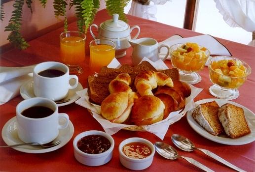 ¿Por qué después del desayuno reaparece el hambre?